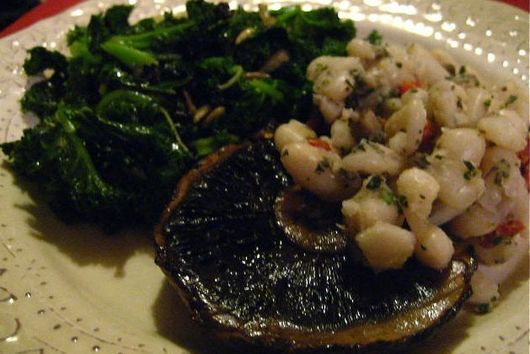 Spicy Sauteed Kale with Pan Roasted Garlic, Currants and Sun Flower Seeds (Vegan, gluten free)