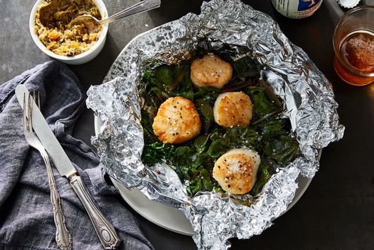 Foil-Packet Scallops Are the Perfect 'TV Dinner' for One
