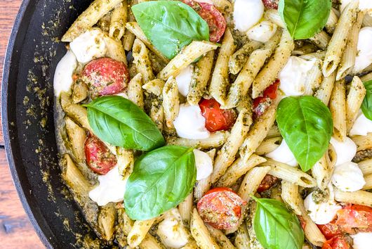 STOVE-TOP BROWN BUTTER SPINACH PESTO PASTA