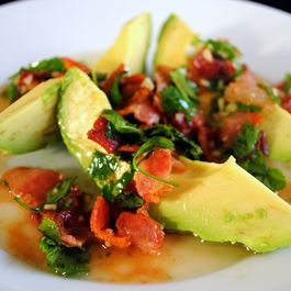 21ec6290 3b62 4e7a baa5 5496548281be  avocado with warm bacon dressing
