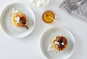 B70a0f27 5ebf 4752 86c3 ca6c3a5fe711  2016 0330 polenta cakes with caramelized onions goat cheese and honey alpha smoot 370
