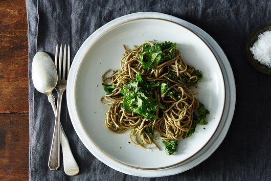 Dinner Tonight: Soba with Parsley-Pea Pesto and Kale