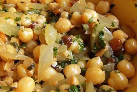 Chickpea Salad with Oranges, Grapes and Creamy Ginger, Sumac and Curry Sauce