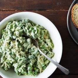 C6720dd3 f1ec 4a30 8786 8f00e7925d8a  pesto chicken salad with peas food52 mark weinberg 14 08 12 0230