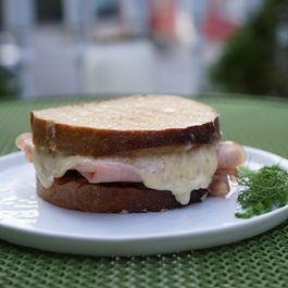 D2f4f94a ebf4 4d53 b354 573132ba5ac3  mortadella sandwich