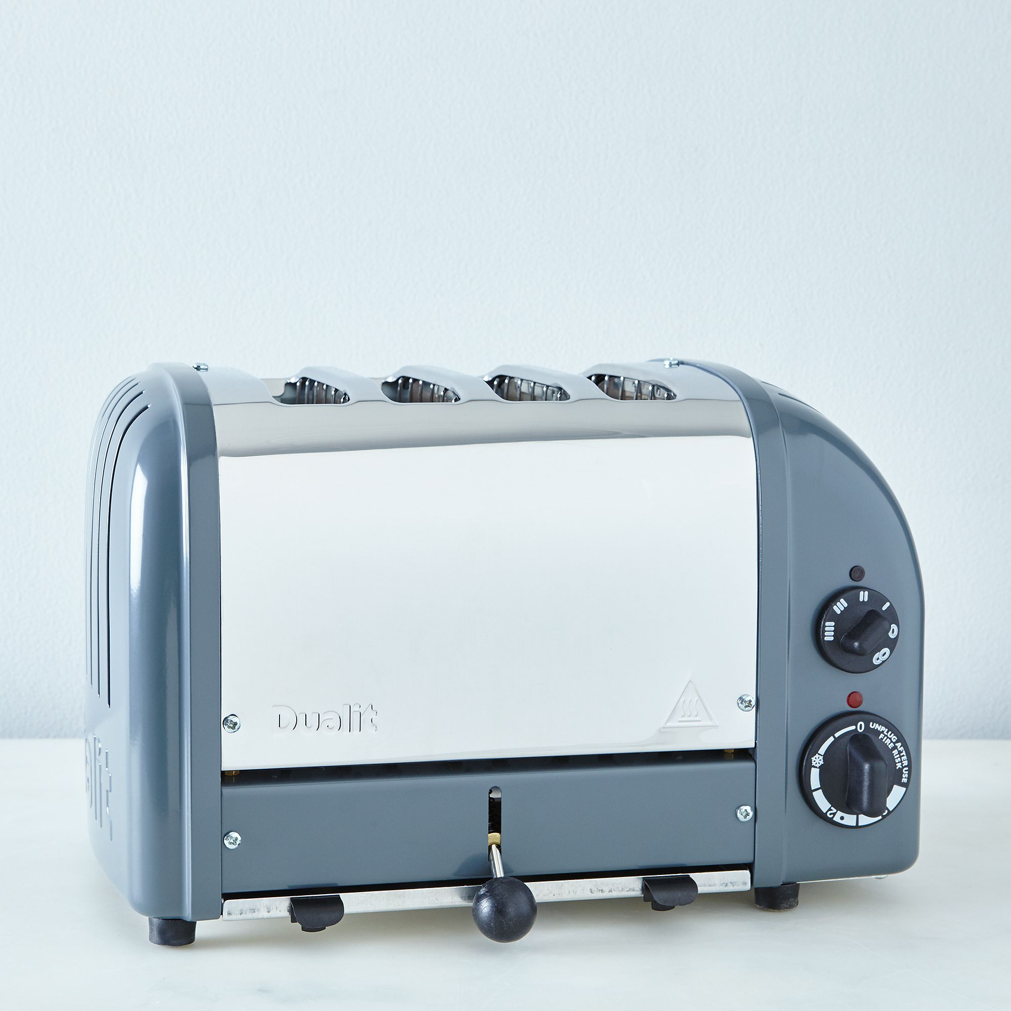 Ec87fa9a 7d14 46d5 bd24 eec7379fc399  2016 0513 dualit toaster cobble grey 4 slice silo rocky luten 004
