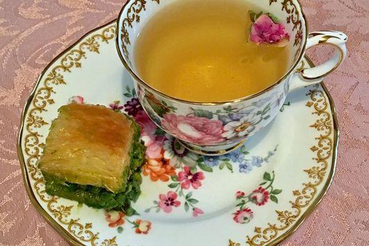 Gourmeturca Anatolian Rosebud Tea Garnished with Sugared Rosebuds