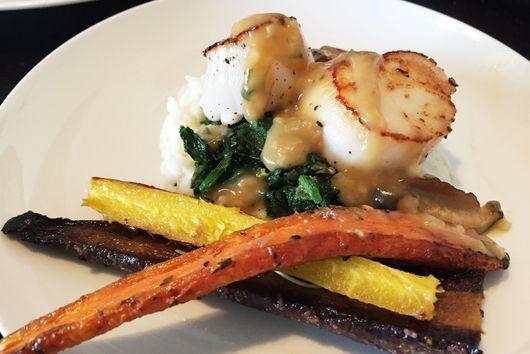 Pan Seared Scallops with Mushroom Gravy over Cauliflower Mash: