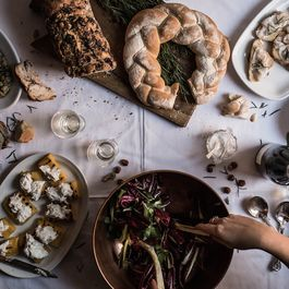 How to Estimate the Right Amount of Food For Your Party (& 3 Menu Ideas)