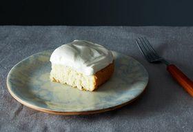 B63fb300 396c 4dfa 87b0 78f209b77262  2013 1029 wc white cake maple syrup 014