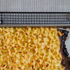 Make Macaroni and Cheese with All the Crunchy Edges