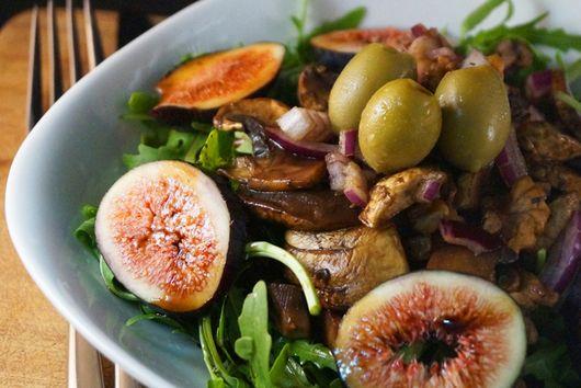 Fresh Fig, Walnut & Mushroom Salad with a Carob & Balsamic Dressing