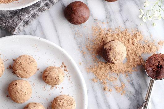 Chocolate Goji Berry Maca Truffles