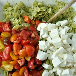 8954f2f6 9f94 4c33 a9c4 39e4e7d95d41  pasta with pesto tomatoes and mozzarella
