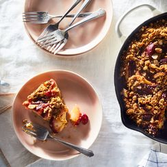Your New Go-To Weeknight Dessert Is Fruity, Crumbly & Available All Year Long