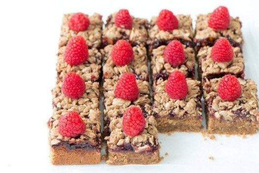 ALMOND BUTTER AND RASPBERRY SQUARES