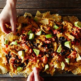 Super(bowl) Chicken and Black Bean Nachos