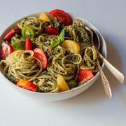 21736512 a0af 40ed b798 1d0c90495408  creamy pesto garden pasta