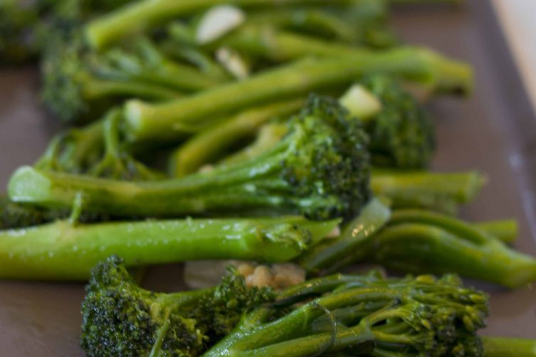 Broccoli with Garlic, Chili and Anchovy (broccoli con aglio, peperoncino e acciu