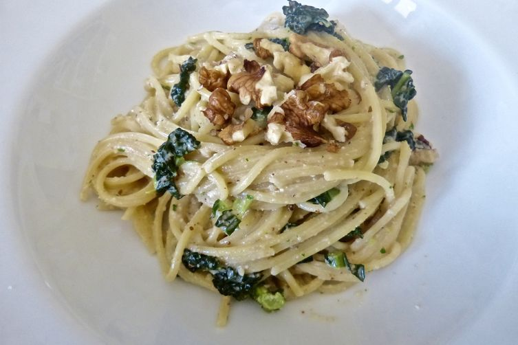 Spaghetti with Salsa di Noci and Kale