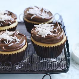 7d75423c e261 46d8 a4aa 37c9e92161e1  lamington cupcakes with chocolate ganache icing