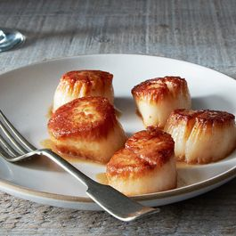Tom Colicchio's Pan-Roasted Sea Scallops with Scallop Jus