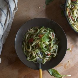 Easy Peasy Zucchini Noodles With Tomato, Garlic And Fresh Basil