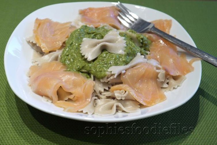 Avocado pesto pasta with smoked salmon