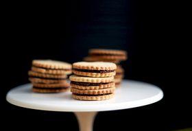 Cf7d9e45 ed8d 418b 9c83 264491f040e4  fig sandwich cookies