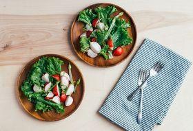 0a1d8dd7 694b 4422 9efb f6f7381cef05  green leaf lettuce with radishes12