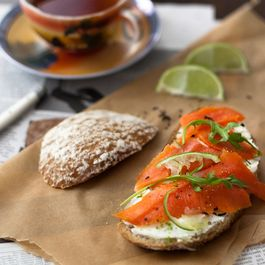 3430764d c108 49dd a251 66b77b7f0b08  lapsang souchong smoked salmon with ginger lime cream cheese