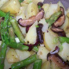 Potato Salad with Shiitake Mushrooms, Asparagus and Kalamata Olives