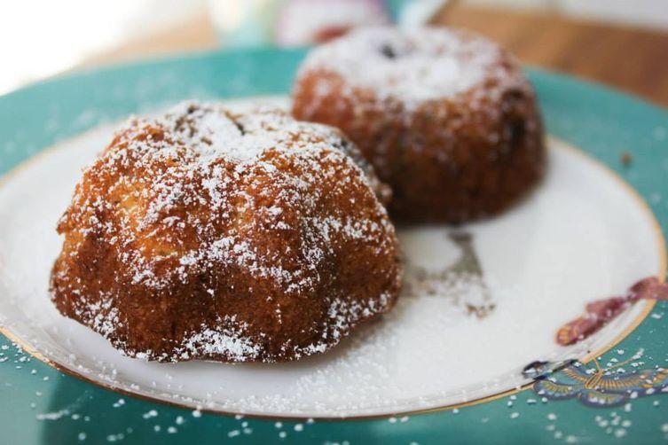 Little cornmeal berry cakes