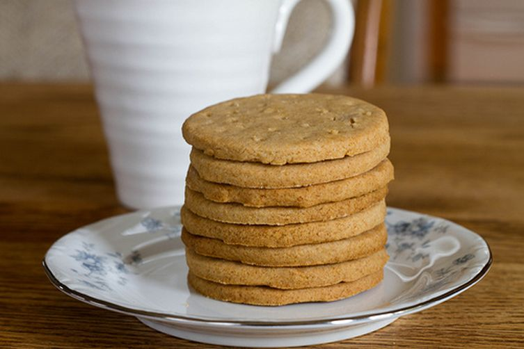Digestive biscuits aka whole wheat shortbread recipe on for Table 52 biscuit recipe