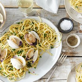 38207d7e f1bf 4508 bd36 3045fa243a7a  2016 0331 spaghetti with clams parsley garlic and lemon alpha smoot 138