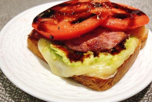 Avocado Bacon & Tomato Sandwich