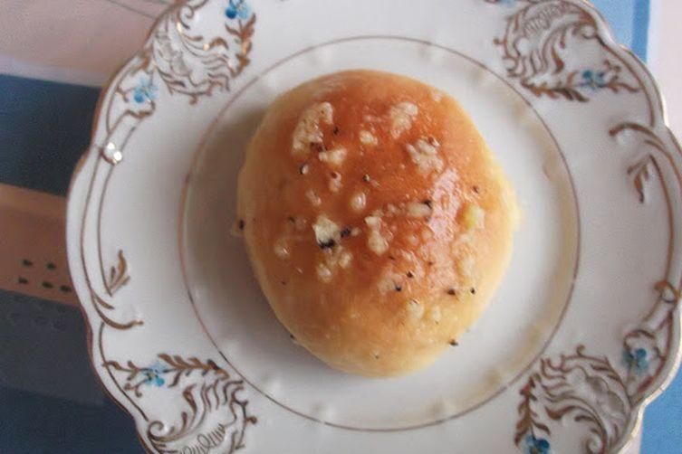 "Ukrainian Borscht Served with Garlicky ""Pampushki"""