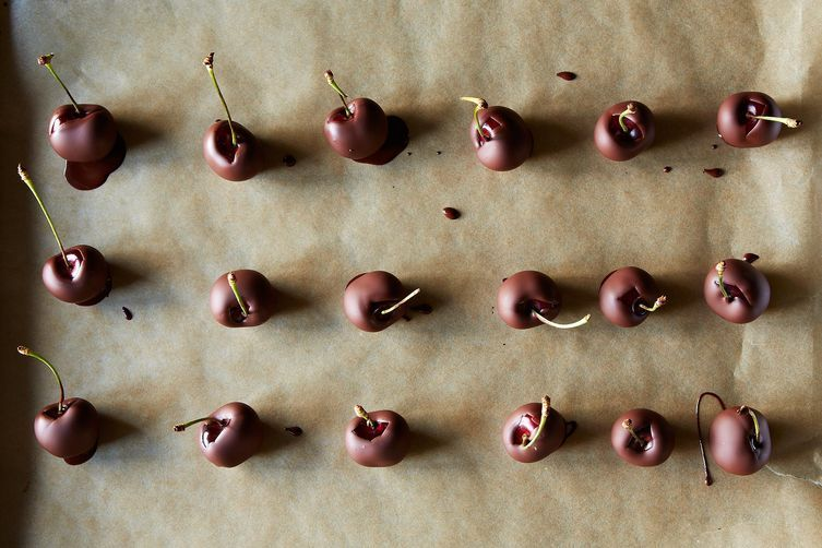 Crazy-Good No-Temper Chocolate Dipper Cherries