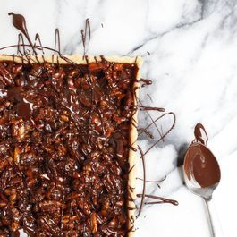How to Make a Caramel Nut Tart with Chocolate