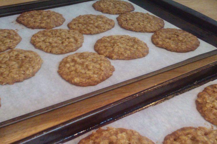 Crunchy Cinnamon Oatmeal Coookies