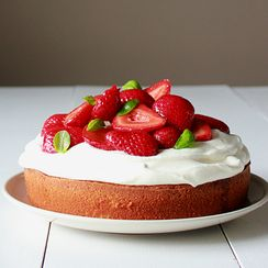 Balsamic strawberry sponge cake