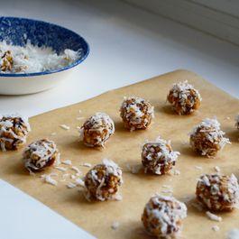 C1813950 eb89 4912 ac4e 0a8d6a50fa1d  date crisp balls in coconut maureen abood