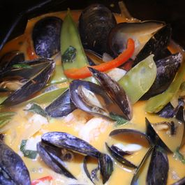02b18908 4803 40b2 a271 80390017bd7e  red curried mussels