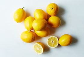 8be07bc4-34db-45c9-9ce1-7666af51c697--2014-1217_frog-hollow-farms_meyer-lemon-3pound_mw_silo-208