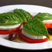 817e0cef 831e 4a80 bf96 b003f51fd89f  caprese salad