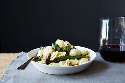 9e827631 579e 464f a97e 16234d35ca26  orecchiette with broccoli rabe and sausage food52 mark weinberg 14 09 02 0067