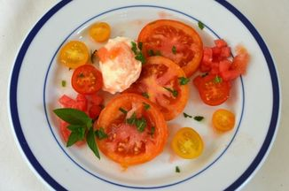 3a8ef31e 7cd6 4065 9852 c8dac2e025ea  tomato salad with mint.jpg