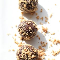 Peanut Butter & Date Bites