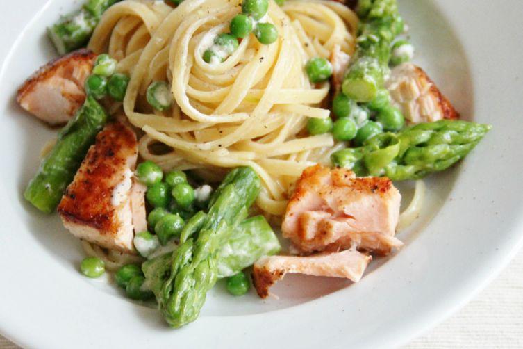 Creamy Pasta with Salmon, Asparagus & Peas