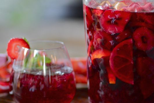 Tangerine and strawberry sangria